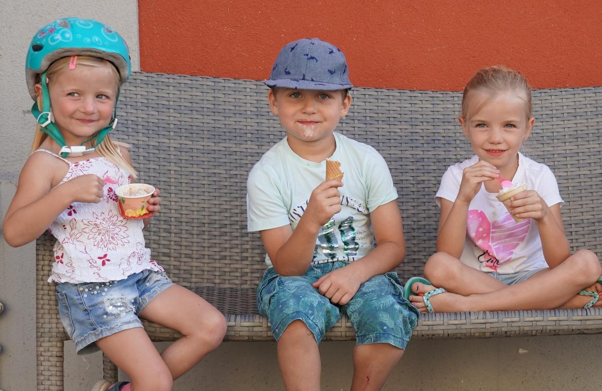 Kinder und Eis