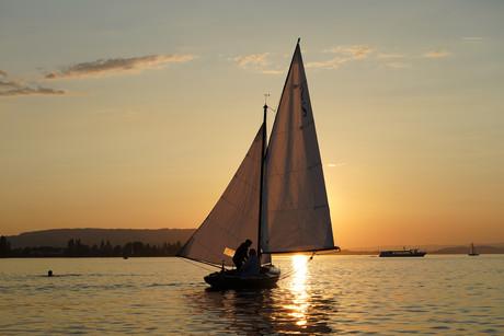 Sonnenuntergang-Segelboot